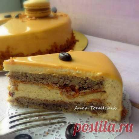 Coffee cake with white chocolate and caramel glaze.