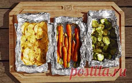 Готовим в фольге мясо, рыбу, овощи и даже десерт! Идеи для запекания | Милая Я Фольга - самая простая и доступная вещь из кухонных принадлежностей. На самом деле фольга почти уникальна. Она сохраняет натуральный вкус продуктов. Блюда, запеченные в фольге, всегда более правильные с точки зрения здорового питания. И кроме того, в ней все готовится быстрее! Весной и летом готовить в фольге можно на решетке уличного гриля. У нас получились отменные овощи, мидии, рыба, курица и...