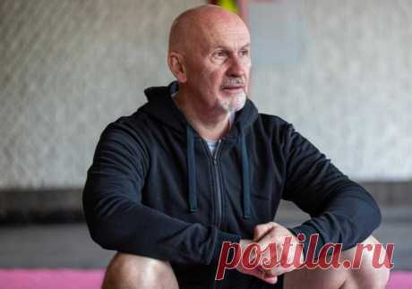Показываю упражнение для здоровья коленей для пожилых людей | Геннадий Лянго | Яндекс Дзен