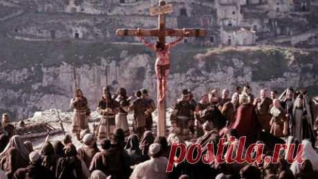 55 фактов о крестной смерти Иисуса Христа - Grehu.Net Итак, распятие было изобретено персами в 300 г. до н.э., и усовершенствовано римлянами в 100 г. до н.э. 1. Это самая болезненная смерть, когда-либо изобретенная человеком, термин «мучение» тут актуален как никогда.2. Это наказание было в первую очередь для самых «отмороженных» и злобных мужчин-преступников. 3. Иисус был раздет донага и Его одежда поделена между римскими воинами. «делят ризы мои между собою и об одежде м...