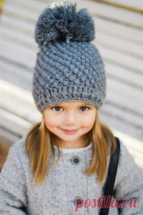 Красивая шапка для девочки спицами схема. Узор шишечки описание |