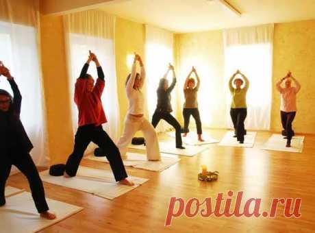 Йога для пожилых женщин и мужчин: упражнения