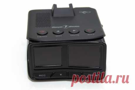 Street Storm CVR-9970 Twin радар-детектор с видеорегистратором премиум класса.Прибор имеет два дисплея, один полностью отвечает за показания радар-дететора, второй за изображение с видеорегистратора.По торцам корпуса расположены слот для карты памяти,разъем USB,кнопка Reset и регулятор громкости.