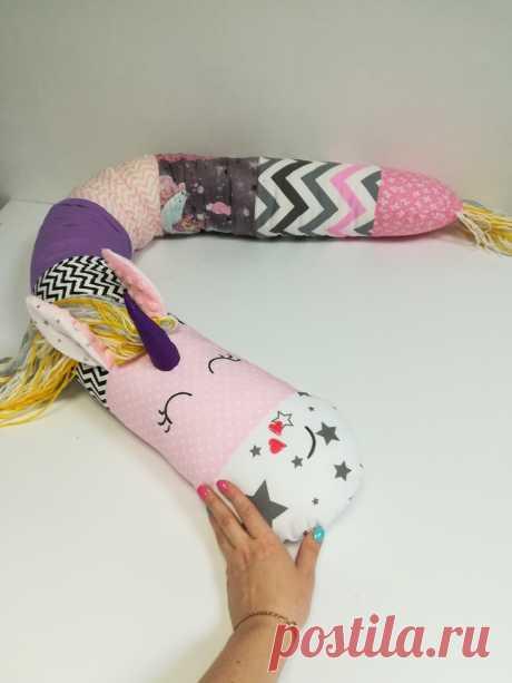 Подушка-валик обнимашка для сна и игр.