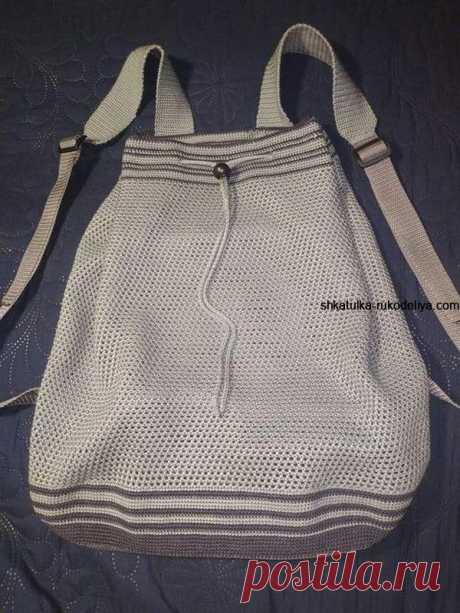Мужской летний рюкзак .Как связать рюкзак крючком -схемы Пряжа Ализе Дива серого цвета 200 гр., и приблизительно 50-70 гр. темно-серого. Крючок номер 2. Основное полотно связано филейной сеткой из …