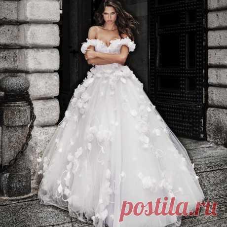 Где найти ТО САМОЕ платье? 😍 🌟 Лучшие свадебные салоны России weddywood.ru/pro/bridal-salons 🌟 Одобрено Weddywood 👍🏻