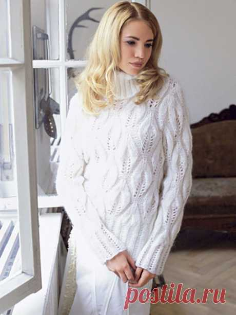 Мохеровый свитер узором из крупных листьев с высоким воротником белого цвета спицами – схемы и описание — Пошивчик одежды