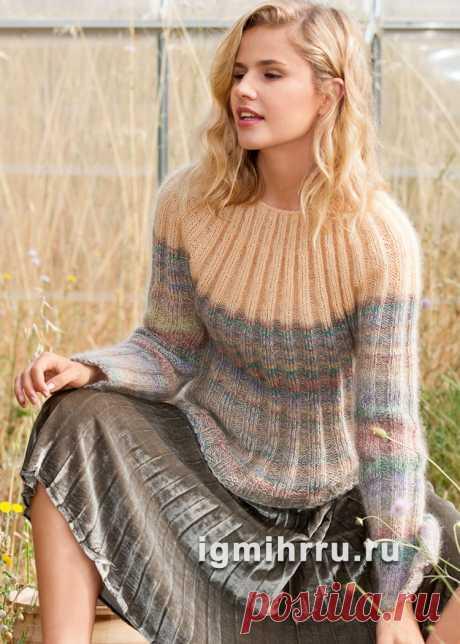 Мягкий теплый пуловер с кокеткой, полностью связанный резинкой. Вязание спицами