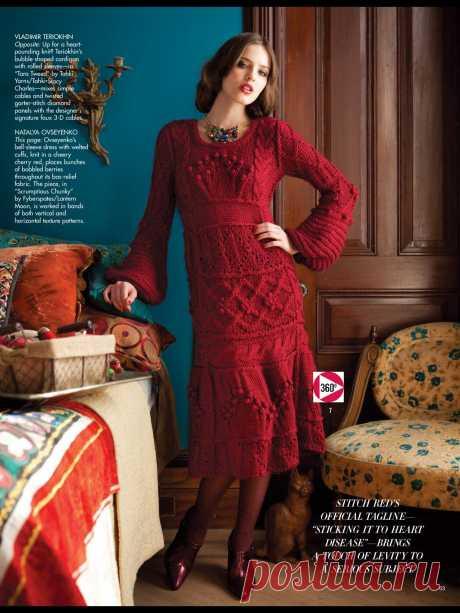 Вязаное платье спицами для женщин из Vogue зима Вязаное платье спицами для женщин с широкими рукавами колокол выполняется из толстой пряжи разными узорами из кос и шишечек, которые проходят то вертикально, то горизонтально, с описанием и схемами из журнала Vogue.