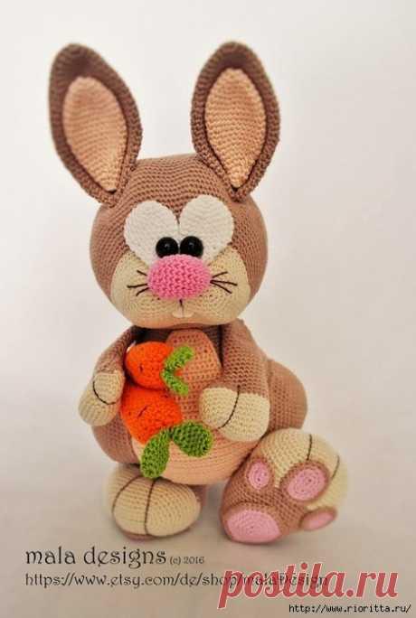 Игрушка Кролик cвязаный крючком — милое создание .