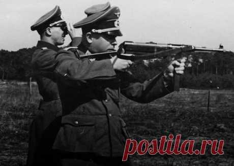 «Шмайсер»: как стрелял главный автомат Третьего рейха Советский кинематограф сделал этот автомат символом военного времени. Автоматчики, в черных касках маршируют по захваченному городу; партизаны, с характерным треском, расстреливают немецкую колонну.. В каждом образе мелькает легендарный «шмайсер». Автомат, уходящий корнями во времена Первой Мировой войны, привнес новаторские решения в разработку оружия, но оставил множество вопросов в истории.