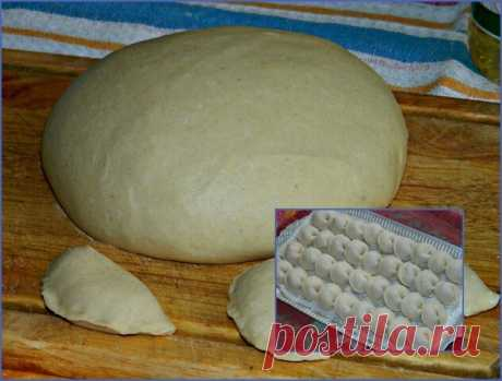 """Торт """"Наполеон""""  Ингредиенты:  Сливочное масло (в тесто) — 400 г Яйцо (в тесто) — 1 шт. Мука (в тесто) — 700 г Ледяная вода (в тесто) — 150 мл Соль (в тесто) — 1 щепотка Молоко (в крем) — 1 л Сахар (в крем) — 1,5 стак. Яйцо (в крем) — 2 шт. Мука (в крем) — 3 ст. л. Сливочное масло (в крем) — 200 г Ванильный сахар (в крем) — 5 г  Приготовление:  1. Сливочное масло оставьте на столе, пусть постоит, оно должно быть комнатной температуры. 2. В чашу измельчителя всыпьте просеян..."""