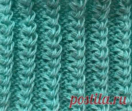 Американская Резинка Узор спицами американская резинка имеет красивый рельефный рисунок, вязка получается эластичной как резинка, поэтому отлично подходит для вязания манжет рукавов, носков и шапок и снудов, смотрится объёмно. Техника вязания американской резинки довольно простая, вы легко научитесь вязать этот узор Раппорт узора состоит из 2 рядов. Набираем количество петель кратное 5 + 2 кромочные петли 1 ряд- (изн. сторона) кром. *3изн., 2 лиц.*кром. 2 ряд- (лиц. сторон...
