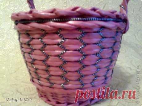 оригинальное плетение из газетных трубочек
