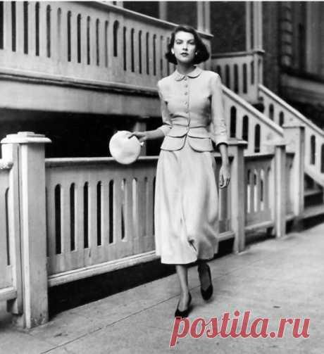 Mollie Parnis by Frances McLaughlin for July 1948 Vogue