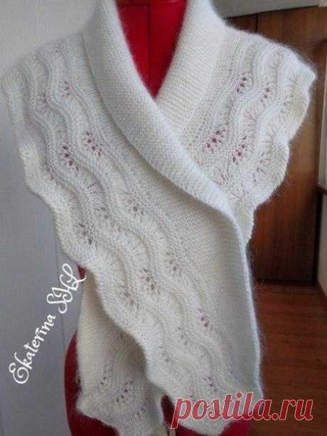Белый шарф с каймой    вес 200 грамм, длина 150 см.  связан в две ниточки   схема каймы, с 5-го ряда вязала платочной вязкой   Описание вязание шарфа с каймой   Вязание тела шарфа.   Вяжем платочной вязкой. Прибавки и убавки делать только с одной стороны шарфа.   1-ая часть вязания:   1) -набрать 3 петли, вязать платочной вязкой 2 ряда, затем делать прибавки, в каждом 4-ом ряду с одной стороны шарфа.-13 раз. На спицах 16 петель   2) -прибавлять в каждом 6-ом ряду -11 раз. ...