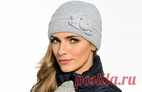 Женские шапки  Женские шапки занимают особое место среди аксессуаров, они защищают от капризов погоды и придают образу эффектности. Какие сейчас шапки в моде, какими они бывают, как их правильно выбрать по форме лица, как создать оригинальный уличный ансамбль, сочетая шапку  с верхней одеждой?