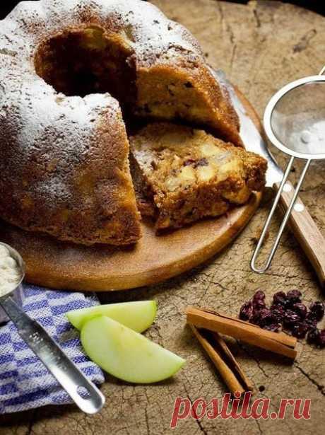Кекс с яблоками , грушами и орехами