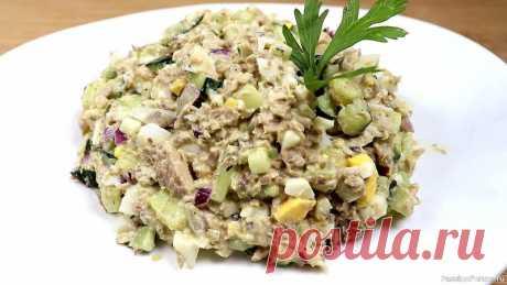 Рыбный салат Легкий в приготовлении, простой рыбный салатик на каждый день.Ингредиенты:Сайра консервированная - 1 банкаЯйца отварные - 4 шт.Огурец - 2 шт.Лук красный - 1/2 шт.Соль по вкусуМайонез по вкусуВИДЕО ПРОЦЕССА ПРИГОТОВЛЕНИЯ:1. Яйца отварить до готовности и...