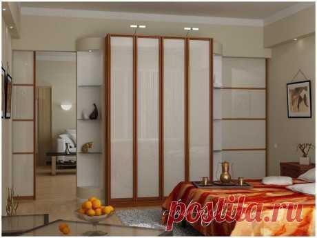 Распашной четырехдверный шкаф из ЛДСП или МДФ. Фасад матовое или цветное стекло. В интернет-магазине в Москве.