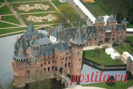 Неоготический замок Де Хаар