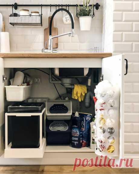 Магия шкафчика под мойкой: 13 уловок по превращению черной дыры в самое функциональное место на кухне (от 0 рублей)