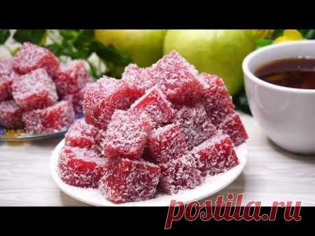Берем 300 грамм любых ягод, Подойдут замороженные и получаем целую гору конфет