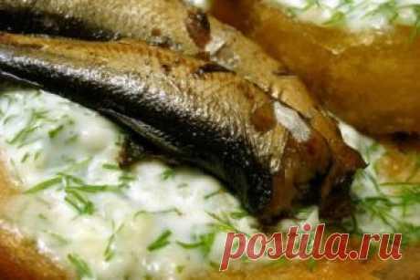 Шпроты делаем сами  Готовятся они очень и очень просто, а по вкусу от магазинных не отличаются, получается не только очень вкусно, но ещё и выгодно.Ингредиенты:1. 0,5 кг мелкой рыбы (кильки, сардин и т.п.),2. 100 гр. ра…
