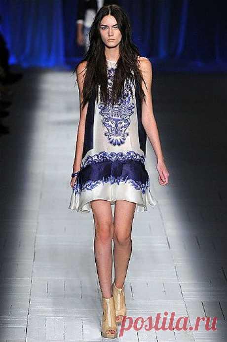 Арт № WOM 030 Платье Roberto Cavalli    Материал: шёлк Размеры S,M,L,XL.