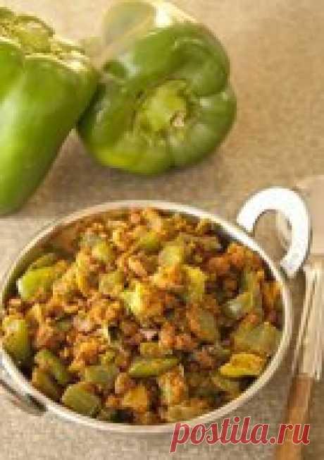 Жареный болгарский перец с пшёнкой по-индийски Болгарский перец – распространённый овощ. Его любят все народы. Поэтому он входит во многие блюда разных стран. К тому же, это не дорогой овощ, но полезный. Он содержит в себе витамин «С» в большом количестве. В Индии к нему добавляют много специй для аромата и пряного вкуса