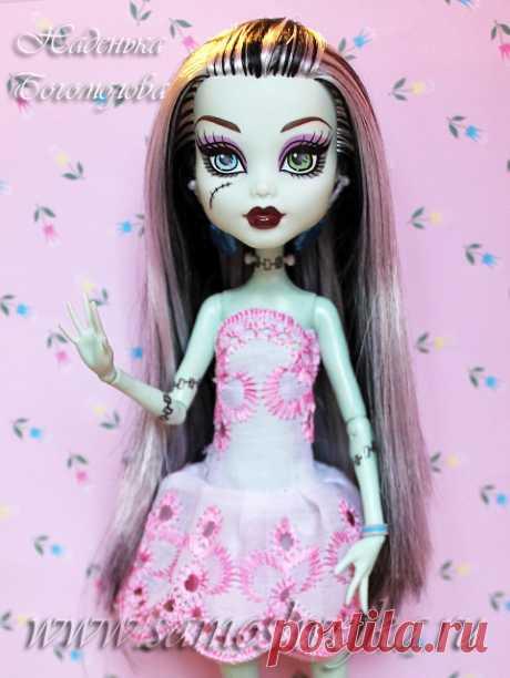 5 нарядов для куклы на основе одной выкройки платья   Самошвейка - сайт для любителей шитья и рукоделия