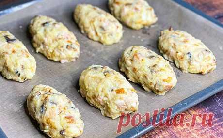 Соединяем курицу, грибы, лук и картошку: делаем в духовке замену котлетам