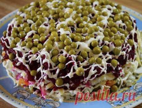"""Слоеный салат """"Шпротинка"""" - рецепт с фото пошагово Слоеный салат """"Шпротинка"""" - пошаговый кулинарный рецепт приготовления с фото, шаг за шагом."""