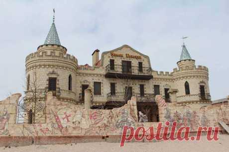 Venice Castle Hotel  Where: Berdyansk, ul. Makarova, 119.  Готель «Замок Венеції»  Де знаходиться: Бердянськ, вул. Макарова, 119.