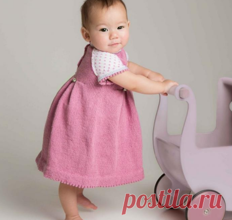 Розово-белое платье спицами для малышки