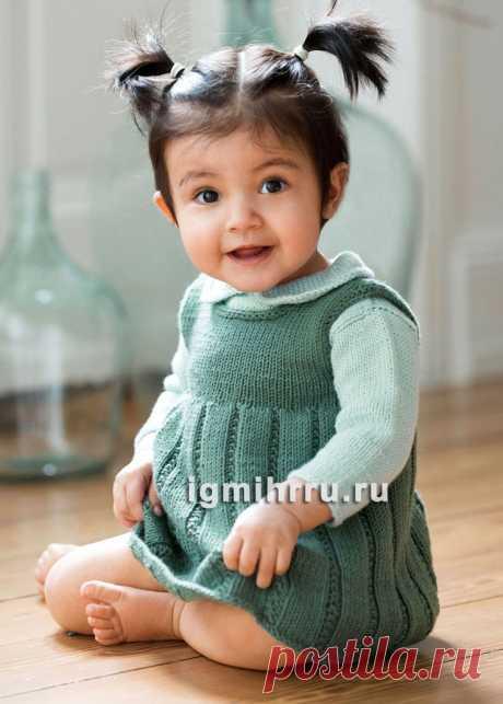 Темно-зеленый теплый сарафан для маленькой девочки. Вязание спицами для детей