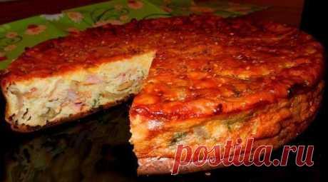 Пирог-сметанник с курицей и грибами.