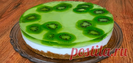 Без выпечки очень вкусный творожный торт с фруктами .