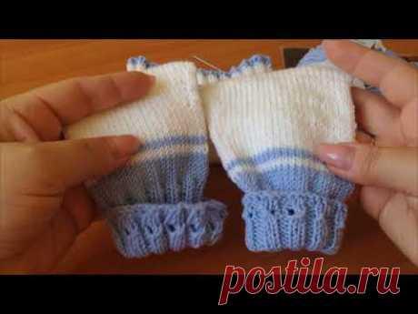 Детские штанишки спицами для новорожденного.