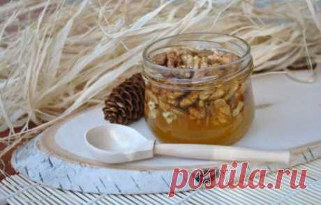 Что знать о пользе меда с орехами. Кому лакомиться ими особенно нужно, а кому - нельзя Мед с орехами:  польза, противопоказания, полезные свойства меда с орехами, можно ли мед с орехами при беременности, как употреблять его правильно  для максимальной пользы