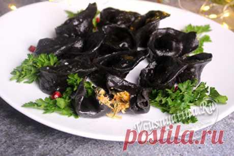 Черные пельмени с чернилами каракатицы и семгой в домашних условиях: пошаговый рецепт с фото