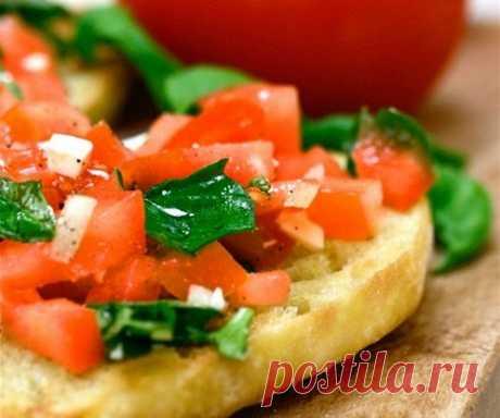 Брускетта с помидорами и зеленым базиликом рецепт – итальянская кухня: сэндвичи. «Еда»