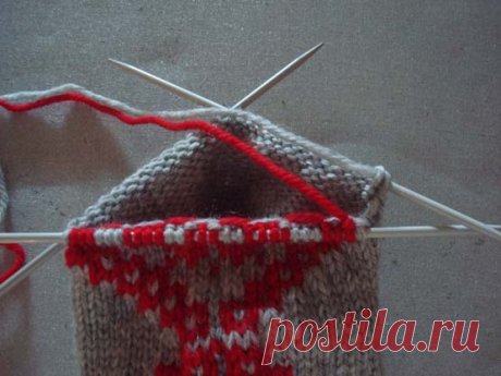 How to knit intarsia in a Circle