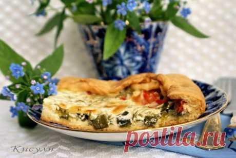 Рубленный» пирог с сыром и зелёным луком.
