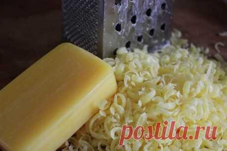 5 кусков хоз.мыло трём через тёрку( мелкую )+столько же соды+15 капель ароматного масла для запаха.......СТИРАЛЬНЫЙ ПОРОШОК...готов!!!!