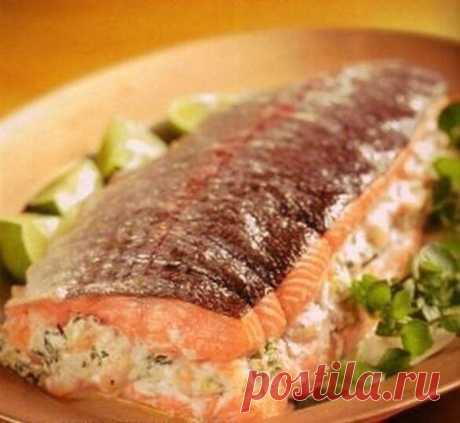 Фаршированный лосось креветками и сыром
