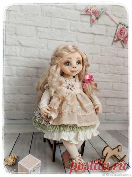 Кукла интерьерная Милана со своим любимым мишкой. Рост куклы 35 см. Самостоятельно только сидит. Выполнена из трикотажа Белый ангел, лицо расписано акриловыми красками и пастелью. Руки и ноги подвижны. Волосы ангорская козочка, можно менять причёски. Одежда сшита из хлопка, вся снимается. Ручная работа, выполнена в одном экземпляре куколка послужит прекрасным подарком как для взрослого так и для ребёнка.