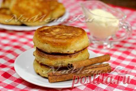 Fritters with cinnamon and apples