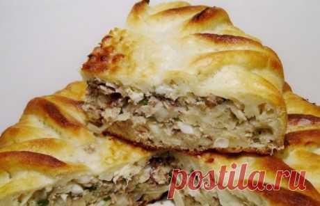 Рыбный пирог из консервов Питательный рыбный пирог из консервов - популярное блюдо, в основе которого лежит жидкое кефирное тесто и, конечно же, рыбные консервы. Пирог получает
