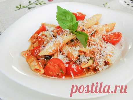 Paste with a tuna in tomato sauce!